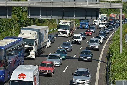 Kolóny sú na diaľniciach po celom svete - táto je v Nemecku.